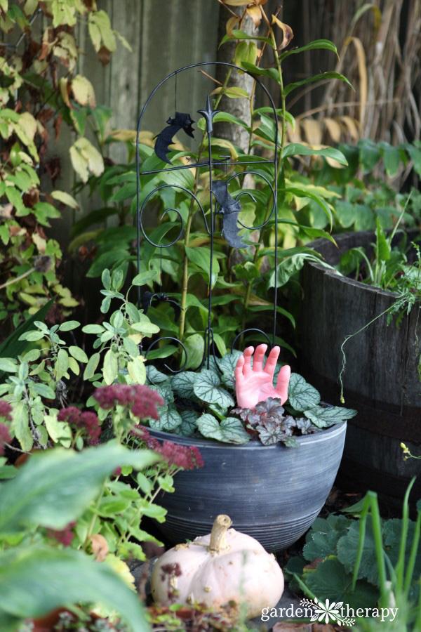 Halloween Planters - Garden Therapy