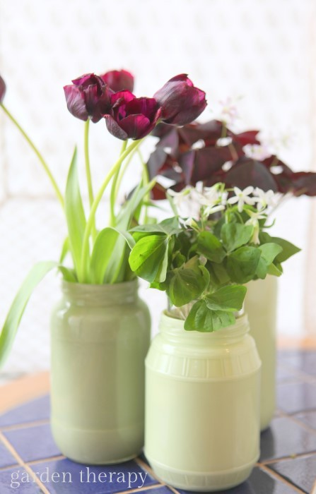 Painted mason jars as vases - this tutorial shows you how to make them glossy and water tight