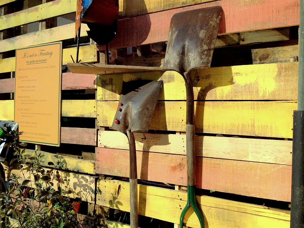 SFFGS 2012 Hanging Shovels Medium