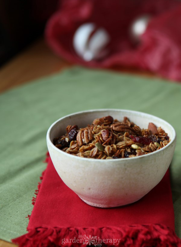 Christmas Morning Granola: Gingerbread or Apple Pie Flavored