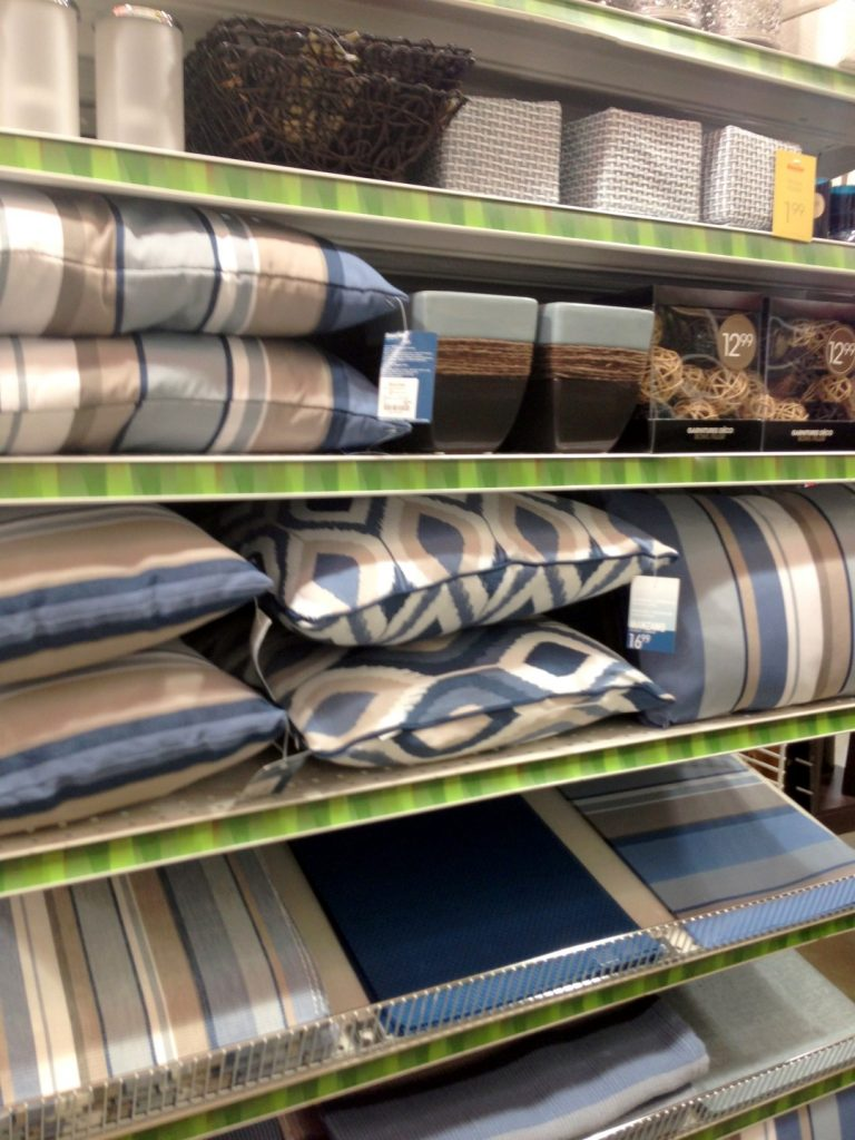 Bouclair Home Outdoor colour story - blue brown