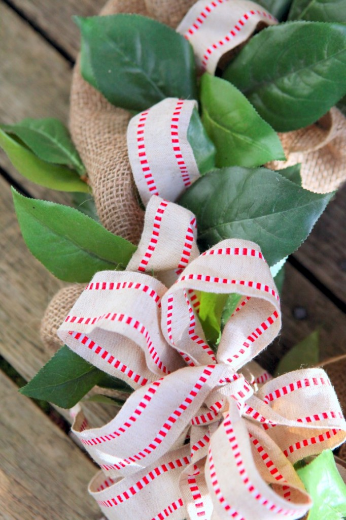Wreath bow in burlap ribbon red stripe