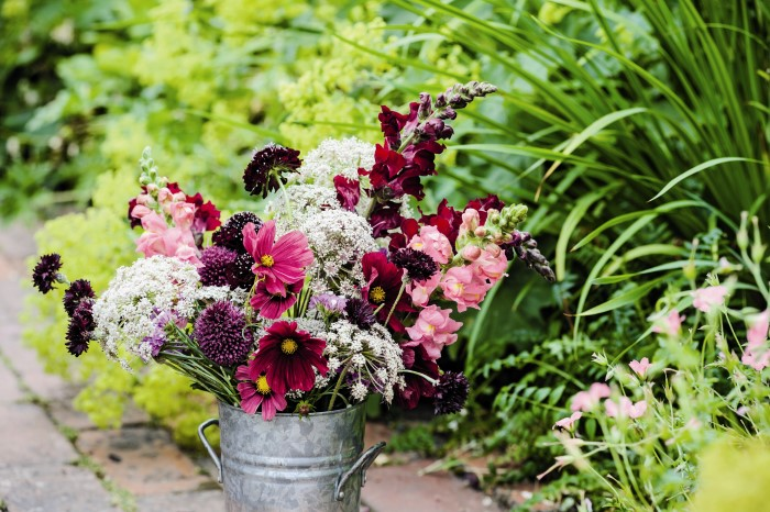 How To Arrange Flowers From The Cutting Garden In Beautiful Arrangements