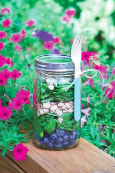 Spinach, Blueberry, and Blue Cheese Mason Jar Salad!