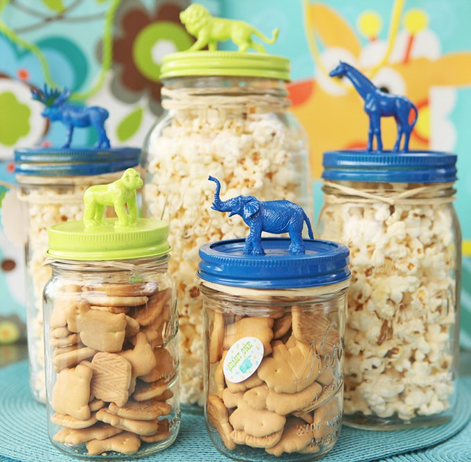 Circus Animal Topped Mason Jars and many more mason jar crafts
