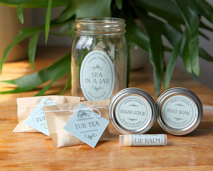 Spa in a Jar Project Instructions and many more mason jar crafts