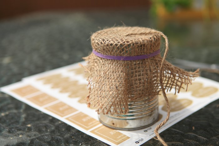 garden twine in can