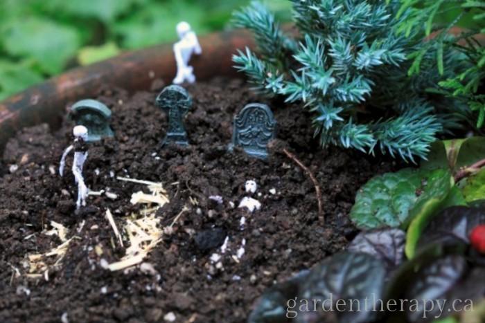 Halloween Mini Garden graveyard