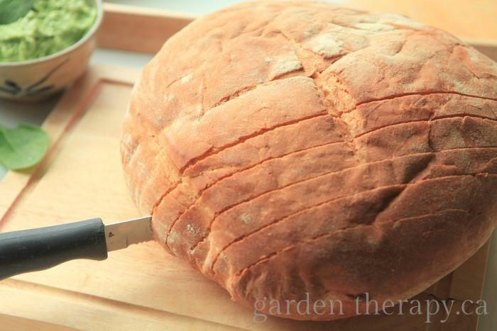 slicing garlic bread