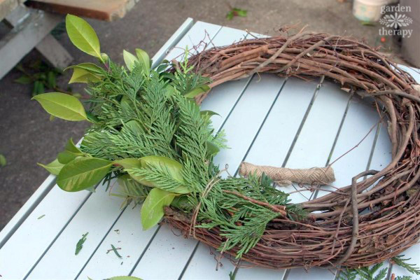 Adding bundles to a wreath