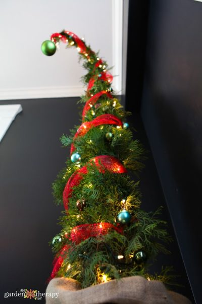 Christmas Grinch Decorations.How To Make A Nine Foot Grinch Tree