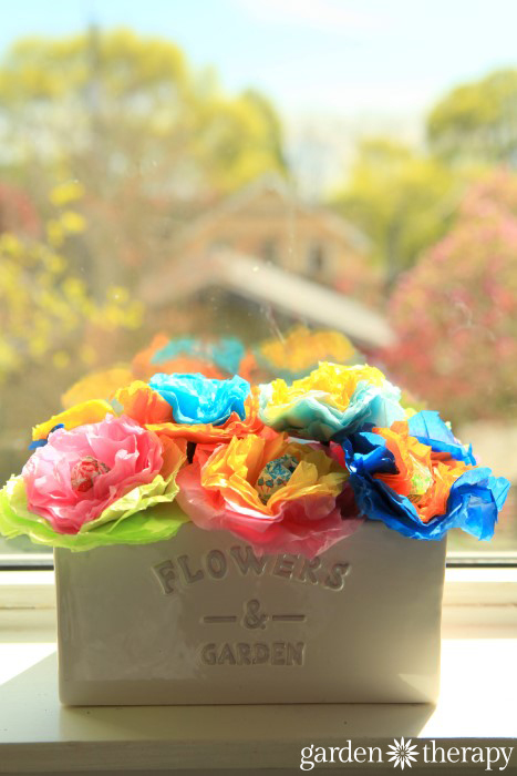 How to make these cheery tissue paper lollipop flowers