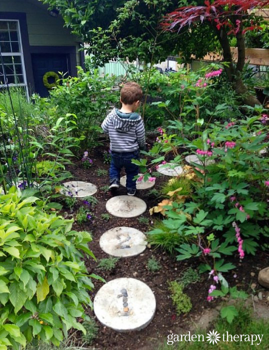 You can have a gorgeous garden and kids too! Hopscotch Stepping Stones project