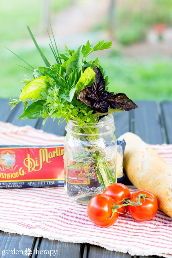 Spaghetti dinner herb bouquet - for a unique hostess gift from your herb garden