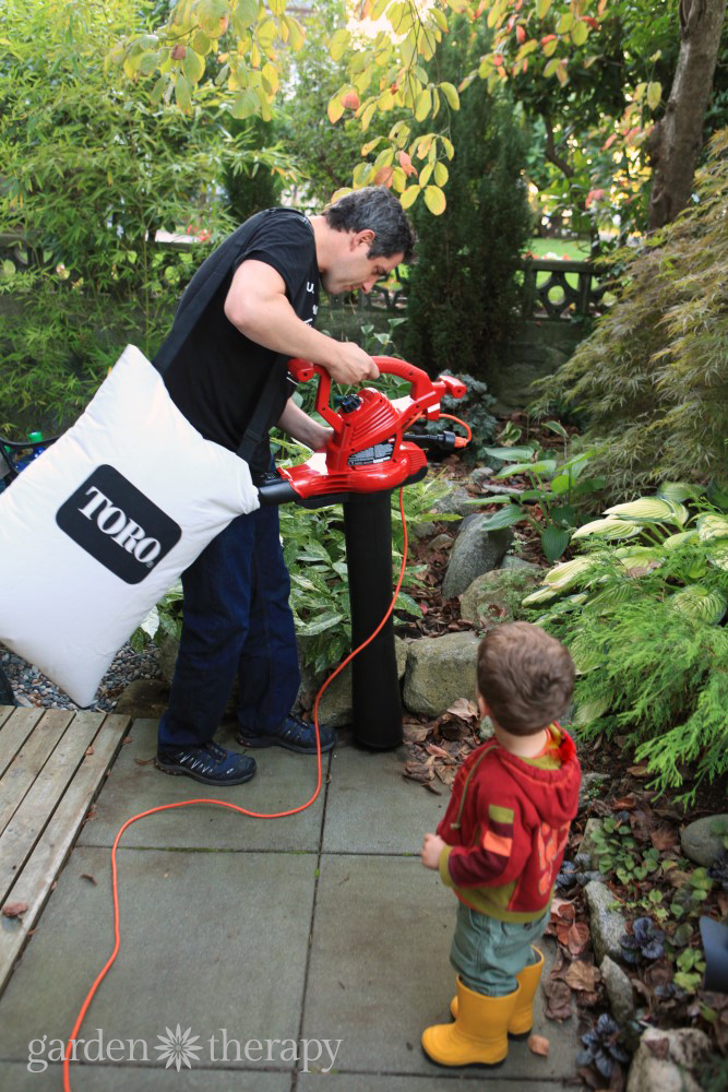 Cleaning up the garden with Toro