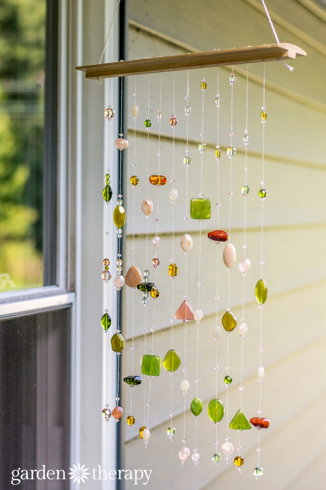 How to make this suncatcher with beads