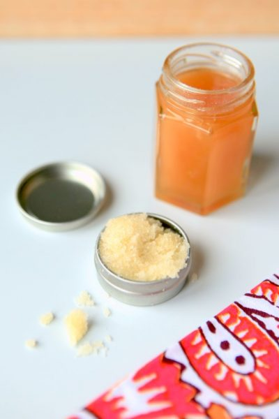 healing lip scrub recipe with manuka honey