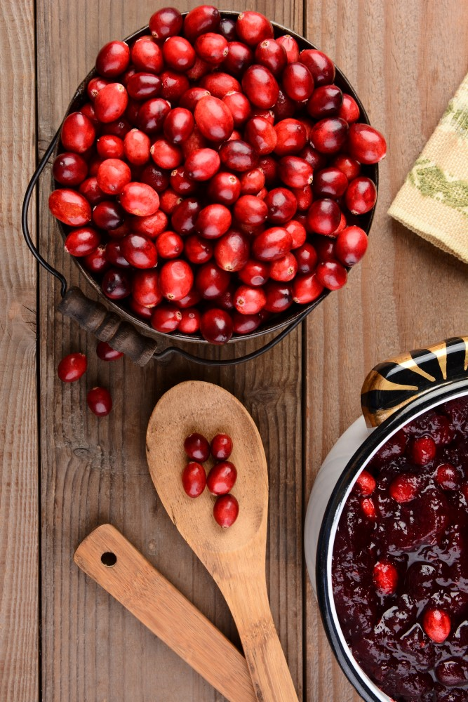 Aromatic and flavorful recipe for fresh ginger and orange cranberry sauce