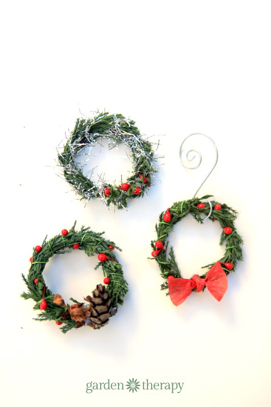 DIY Miniature wreaths from real evergreen clippings