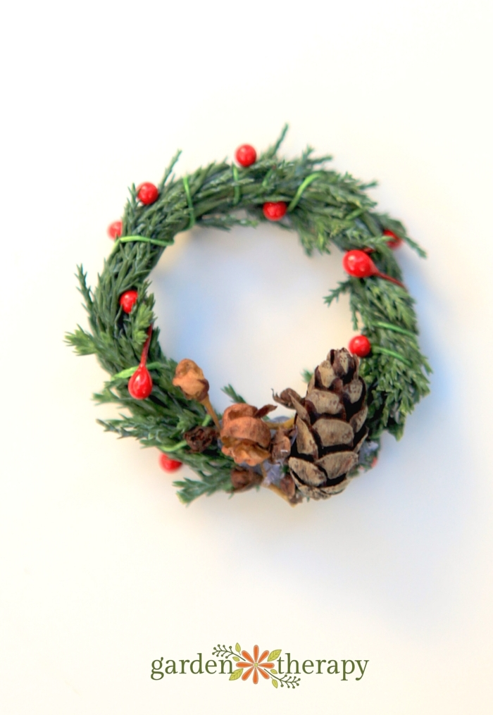 Make a miniature wreath from nature