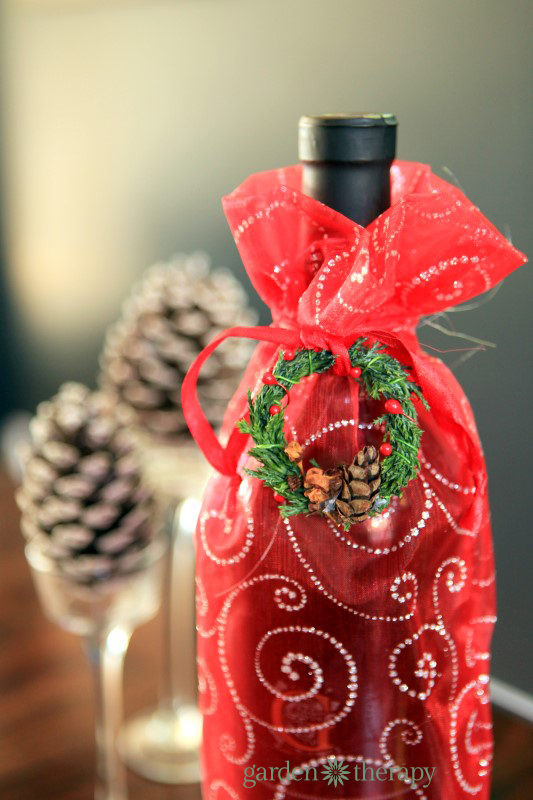 Miniature wreath gift tag