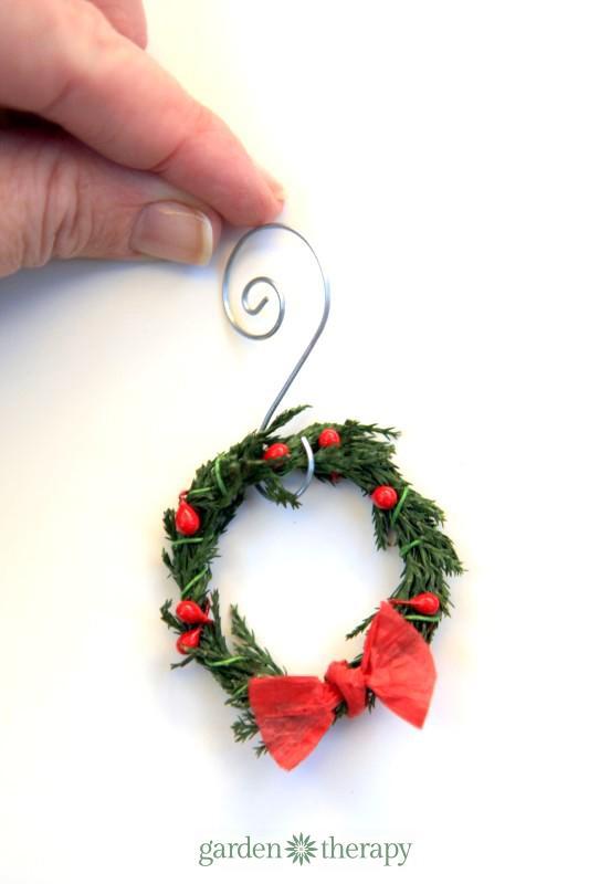 Miniature wreath ornaments