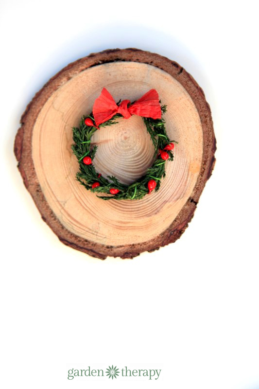 Miniature wreath with raffia bow