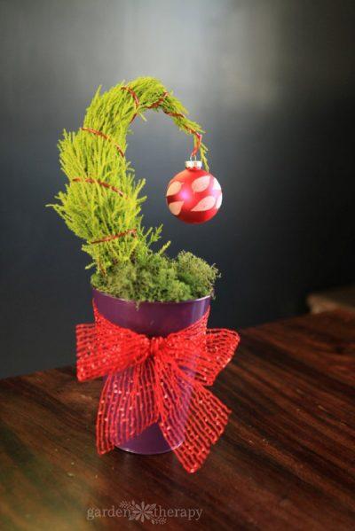 table-top grinch tree DIY
