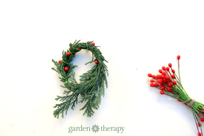 how to make a real miniature wreath step (3)