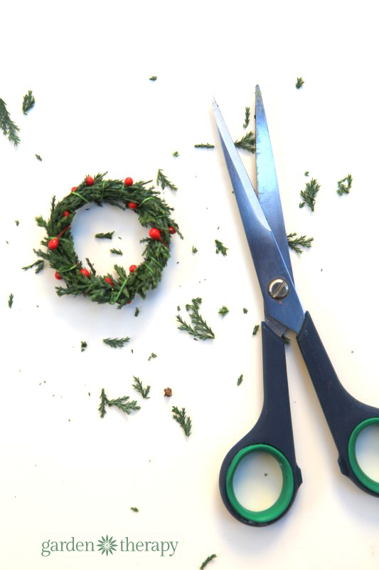 how to make a real miniature wreath step (5)