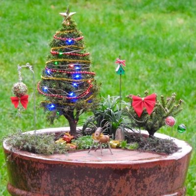 Have a Merry Little Christmas with These DIY Miniature Tree Decorations