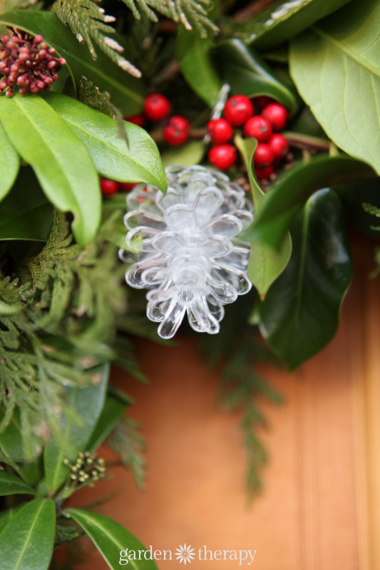 Pinecone Lights plus more Super Simple Holiday Decorating Ideas