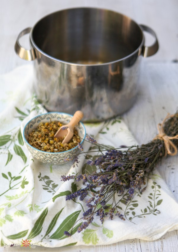 Dried lavender and chamomile for a home decongestant treatment