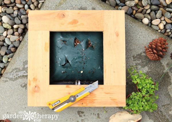 WallFlower Living Frames Step (2)