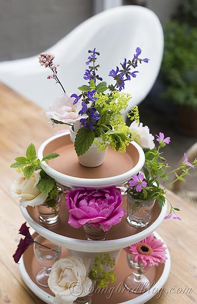 easy summer centerpiece from 32 Terracotta Pot Hacks