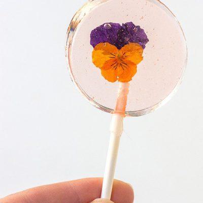 A Sweet Garden Party Treat: Edible Flower Lollipops