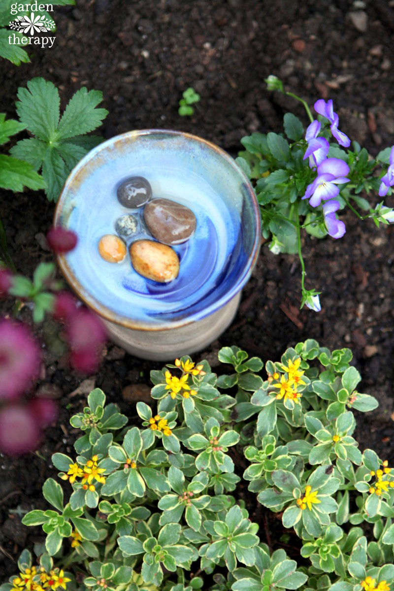 Give bees water in the garden with a DIY bee bath