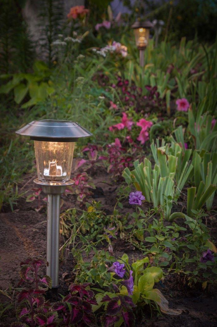 solar garden pathway lights