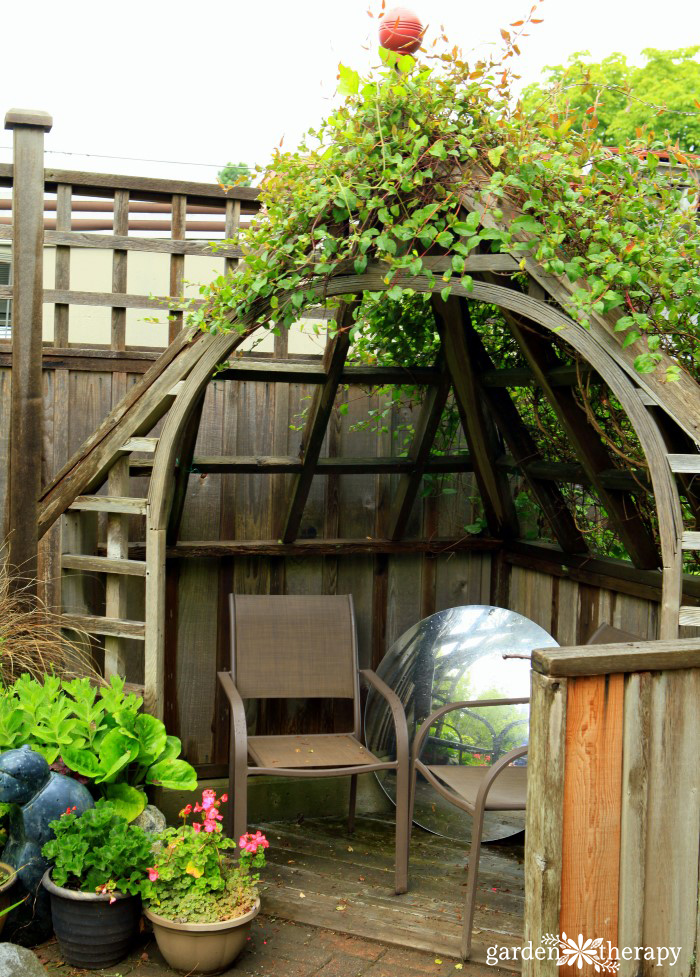 Arbor Seating with Mirror