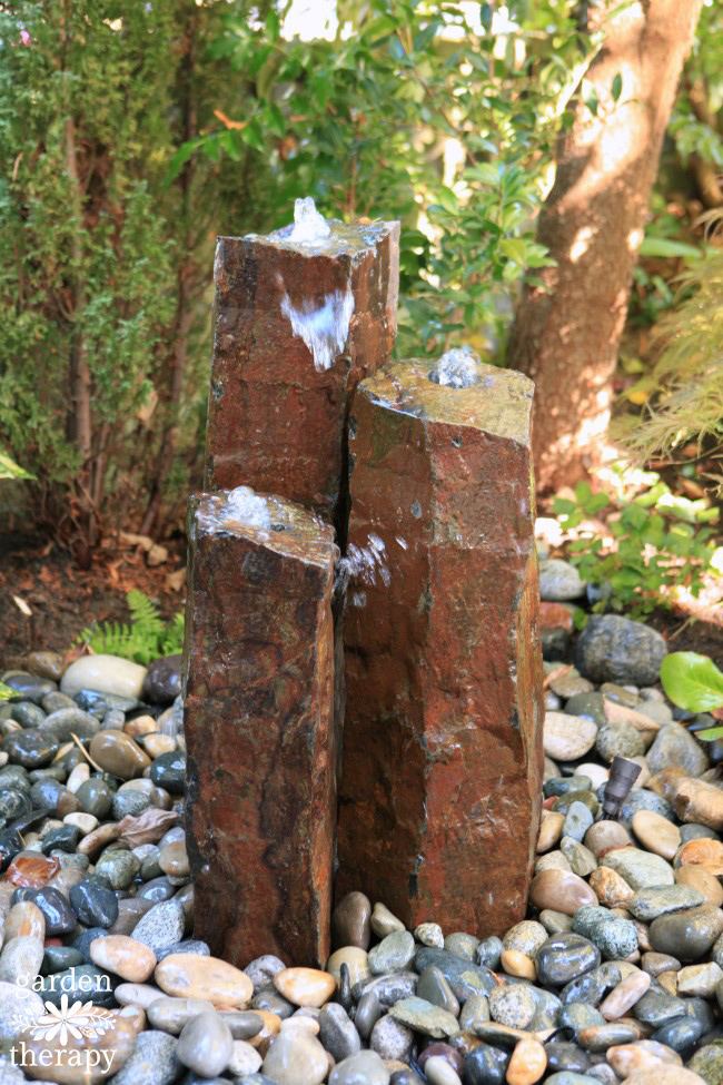 Gorgeous columnar basalt disappearing fountain