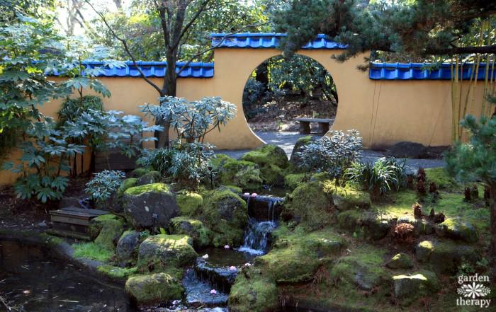 Create a secret garden as a therapeutic outdoor space garden therapy - Garden in small space collection ...
