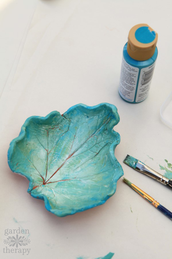 These clay leaf dishes are project you can do anytime throughout the year. Head out to the garden and look for unique shapes to preserve. Then it's just a matter of using clay to mold them and paint to decorate.