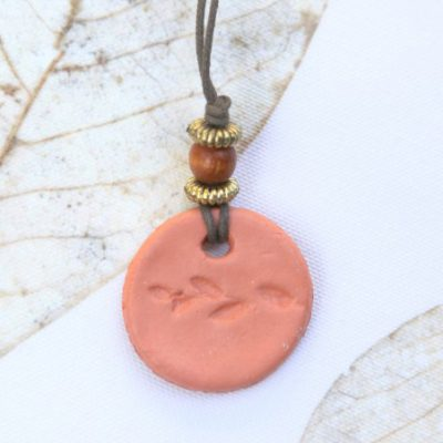 Wear Aromatherapy Pendants and Bring Garden Therapy with You