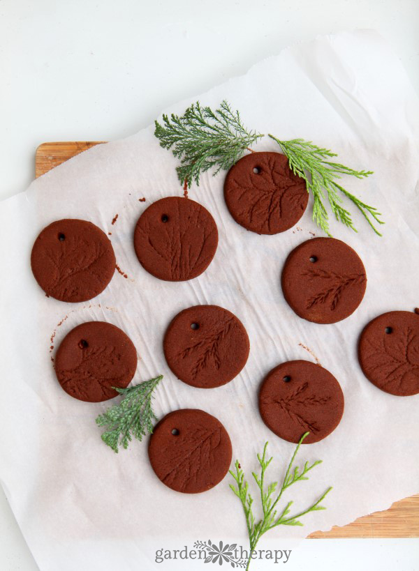 Fragrant cinnamon dough ornaments are very easy to make, and with a few tips you will have the perfect consistency of dough to transform into decoration.