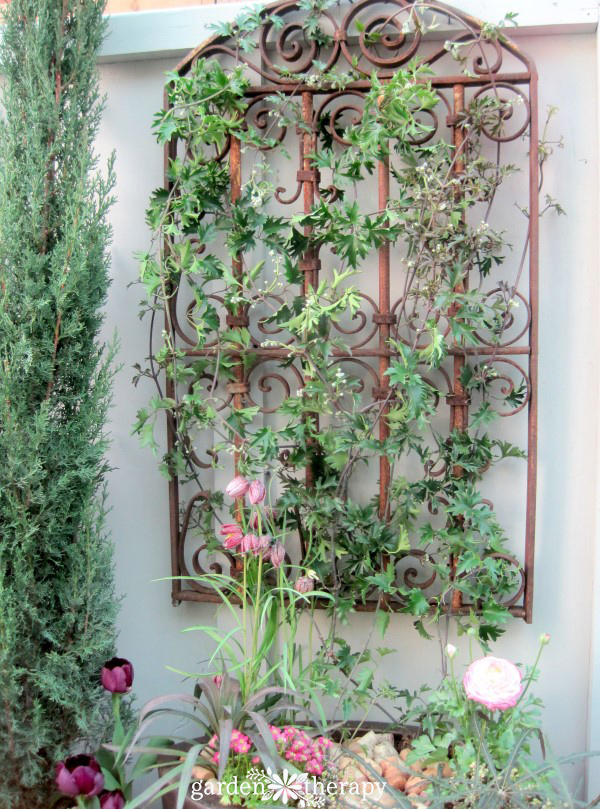 floating container trellis