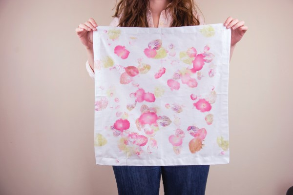 Napkin dyed with begonia flowers