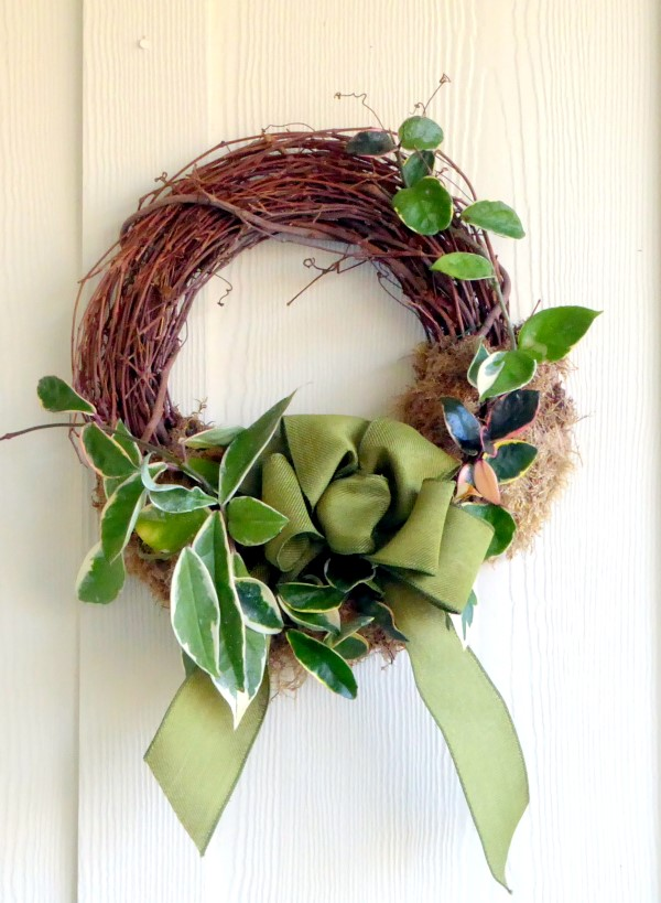 Houseplant Wreath for Outdoors