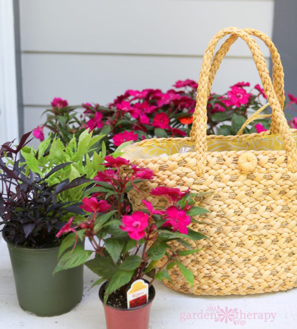 Create a straw purse planter