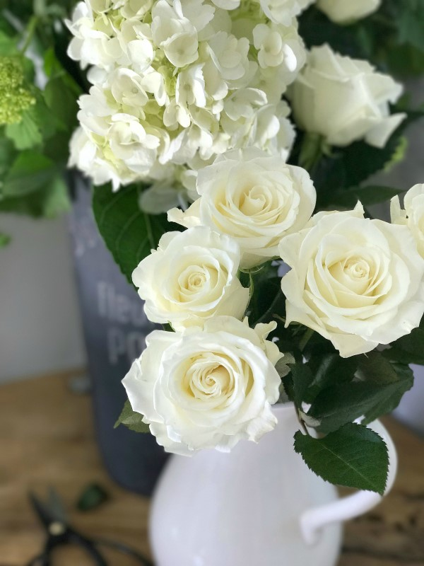 Arrangement with white roses