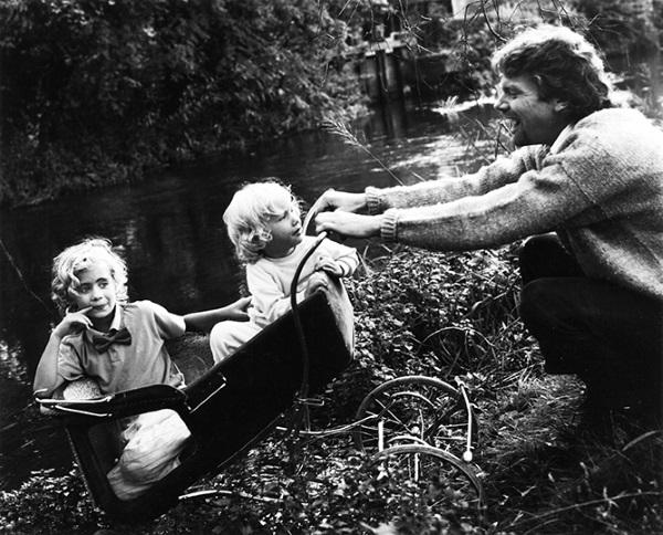 Sir Sichard Branson and children exploring the garden
